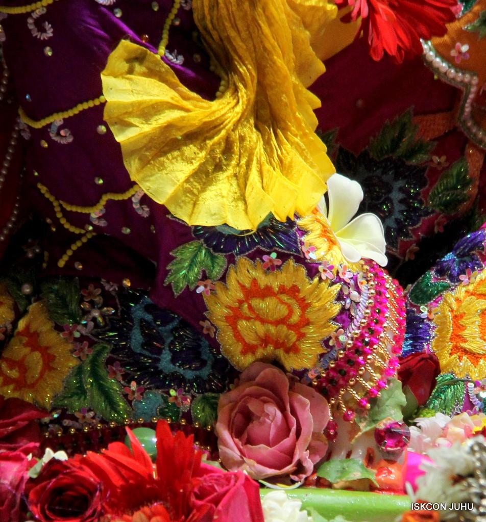ISKCON Juhu Sringar Deity Darshan on 29th Sep 2016 (20)