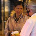 Trắng đêm đồng hành với người vô gia cư