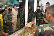 """Tinjau Posko Banjir """" Plt Gubernur Aceh Meminta Warga Bersabar"""", Pemerintah Akan Penuhi Kebutuhan Pengungsi"""