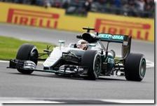 Lewis Hamilton nelle prove libere del gran premio di Gran Bretagna 2016