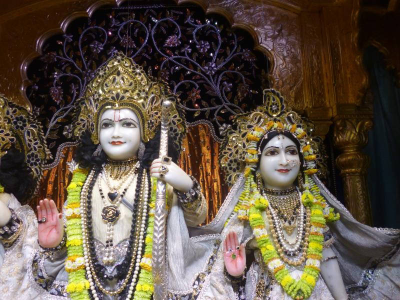 ISKCON Bhaktivedanta Manor Deity Darshan 16 Dec 2015 (17)