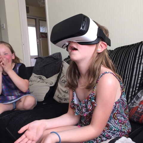 samsung-gear-vr-child-using