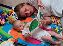 Як читати дитині від народження і до року? Цікаві поради