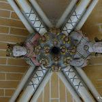 Eglise Saint-Etienne : clef de voûtes décorée de têtes scluptées