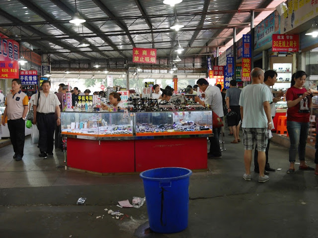 stall counters inside the Shanghai Yinxiang Cheng