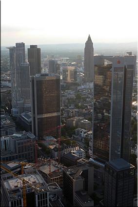 Rascacielos de Frankfurt vistos desde la azotes de la Main Tower