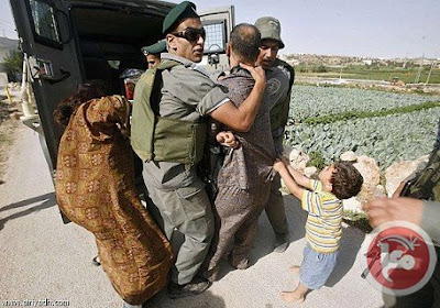 palestinian_kid_begs_israeli_soldiers_not_to_take_his_dad