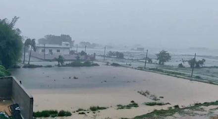 Ο τροπικός κυκλώνας Yaas σφυροκοπά τις ανατολικές ακτές της Ινδίας