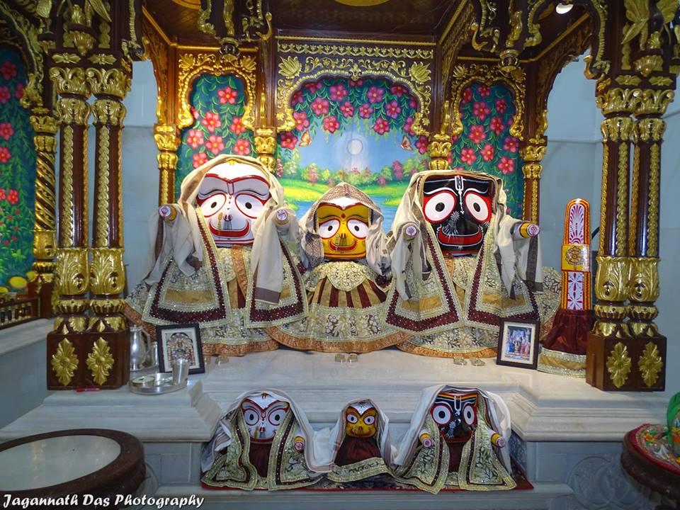 ISKCON Mira Road Deity Darshan 11 Jan 2016  (4)