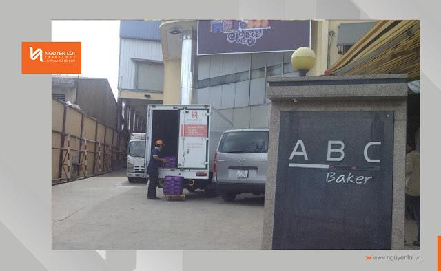 xe tải chở hàng bánh trung thu ABC