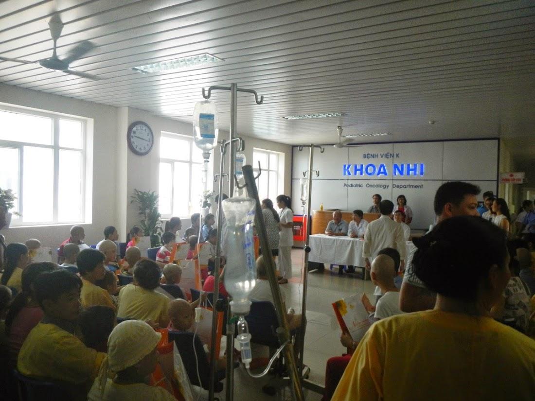 Rất nhiều em bé phải đón trung thu trên giường bệnh tại Khoa Nhi - Bệnh viện K