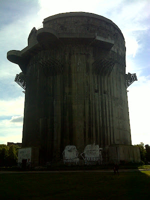 Der südliche Flakturm im Augarten im 2. Bezirk Wiens