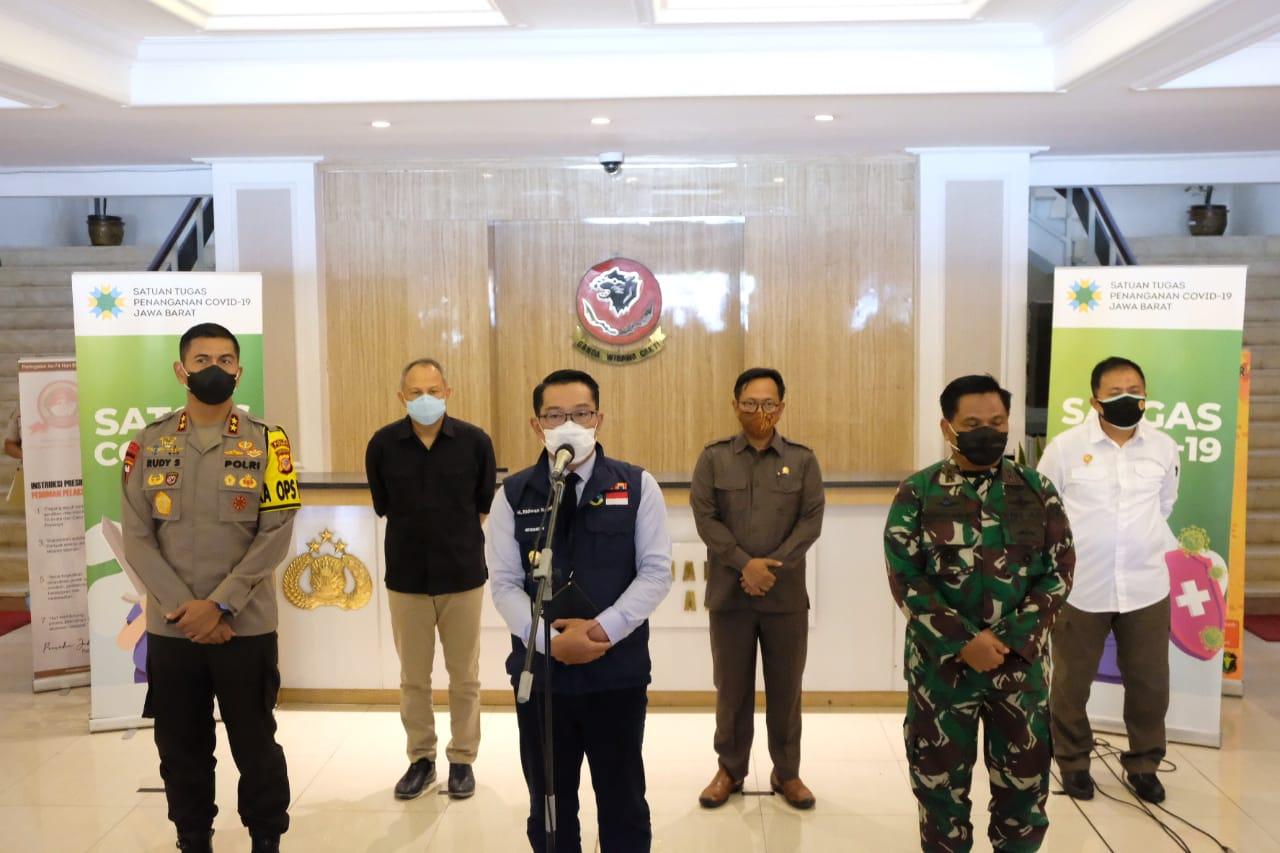 Gubernur Jabar, Kapolda Jabar dan Pangdam III/ Slw Rapat Gugus Tugas Penanganan Covid -19