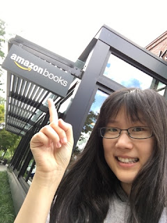 I'm here at the Amazon bookstore~