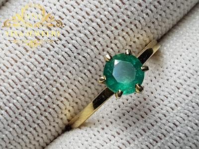 Nhẫn nữ Ngọc Lục Bảo, Emerald thiên nhiên