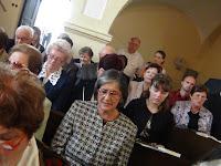 04 A gyülekezet az Ó, Sion, ébredj c. dicséretet énekli.JPG