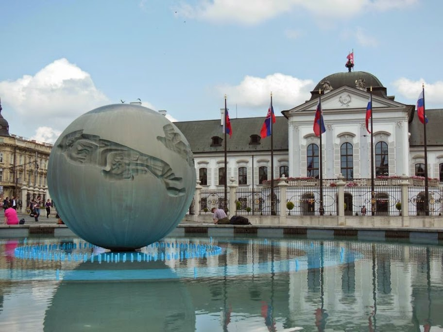 Resultado de imagen para Palacio y jardines Grassalkovich