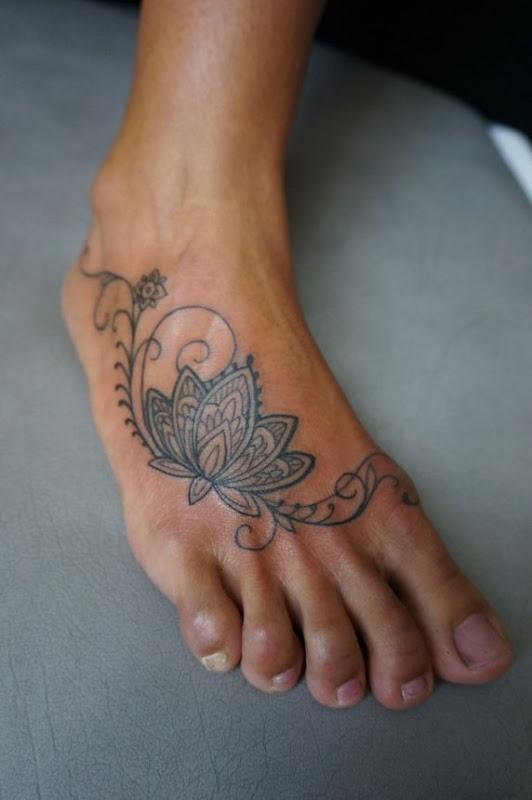 p_de_flor_de_ltus_da_tatuagem