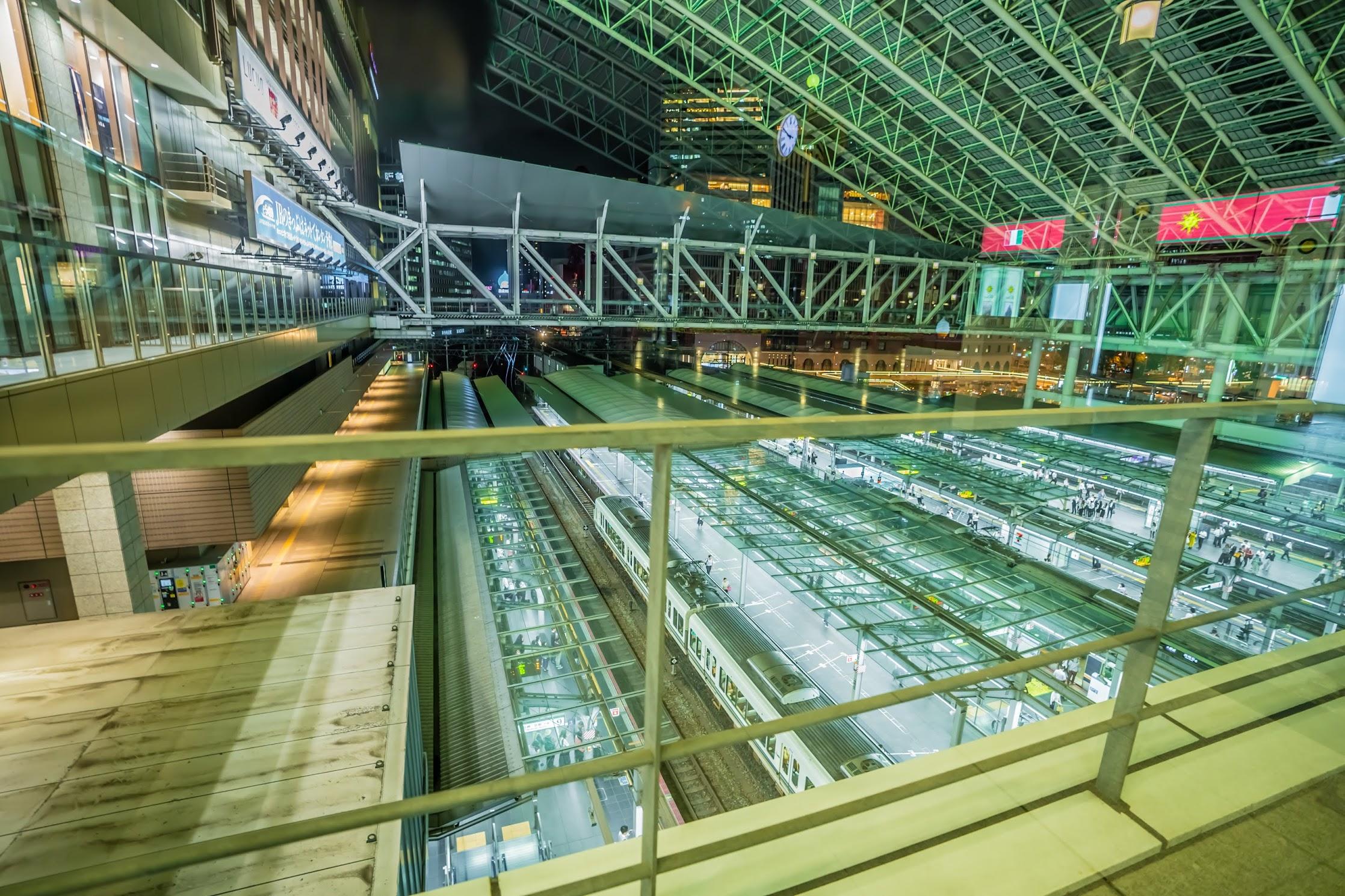 Osaka station platform2