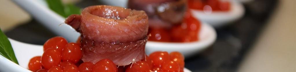 Pinxto d'anxova de L'Escala sobre caviar de tomàquet