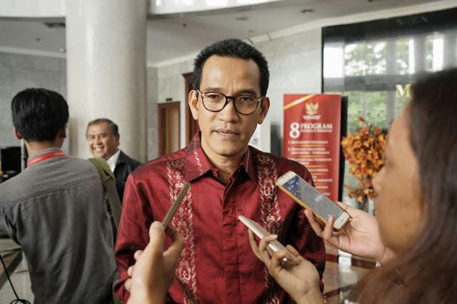 Pakar Hukum Tata Negara, Refly Harun Refly Harun, mengatakan keberanian Ahok mengkritik internal Pertamina karena dia punya cantolan atau senderan langsung ke Presiden Jokowi