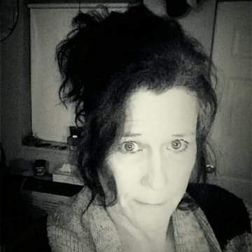 user Leslie Davison apkdeer profile image