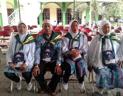 Bersama Tiga Istri, Jamaah Asal Medan Ini Berangkat Haji dengan Akur dan Bahagia 😍