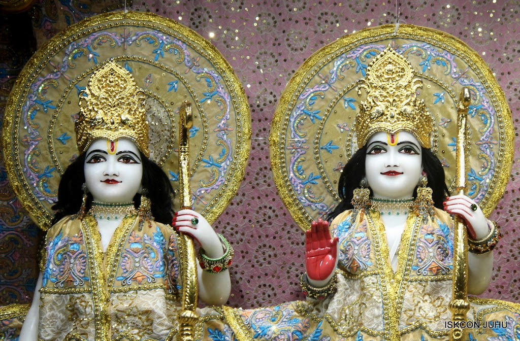 ISKCON Juhu Mangal Deity Darshan on 29th May 2016 (12)