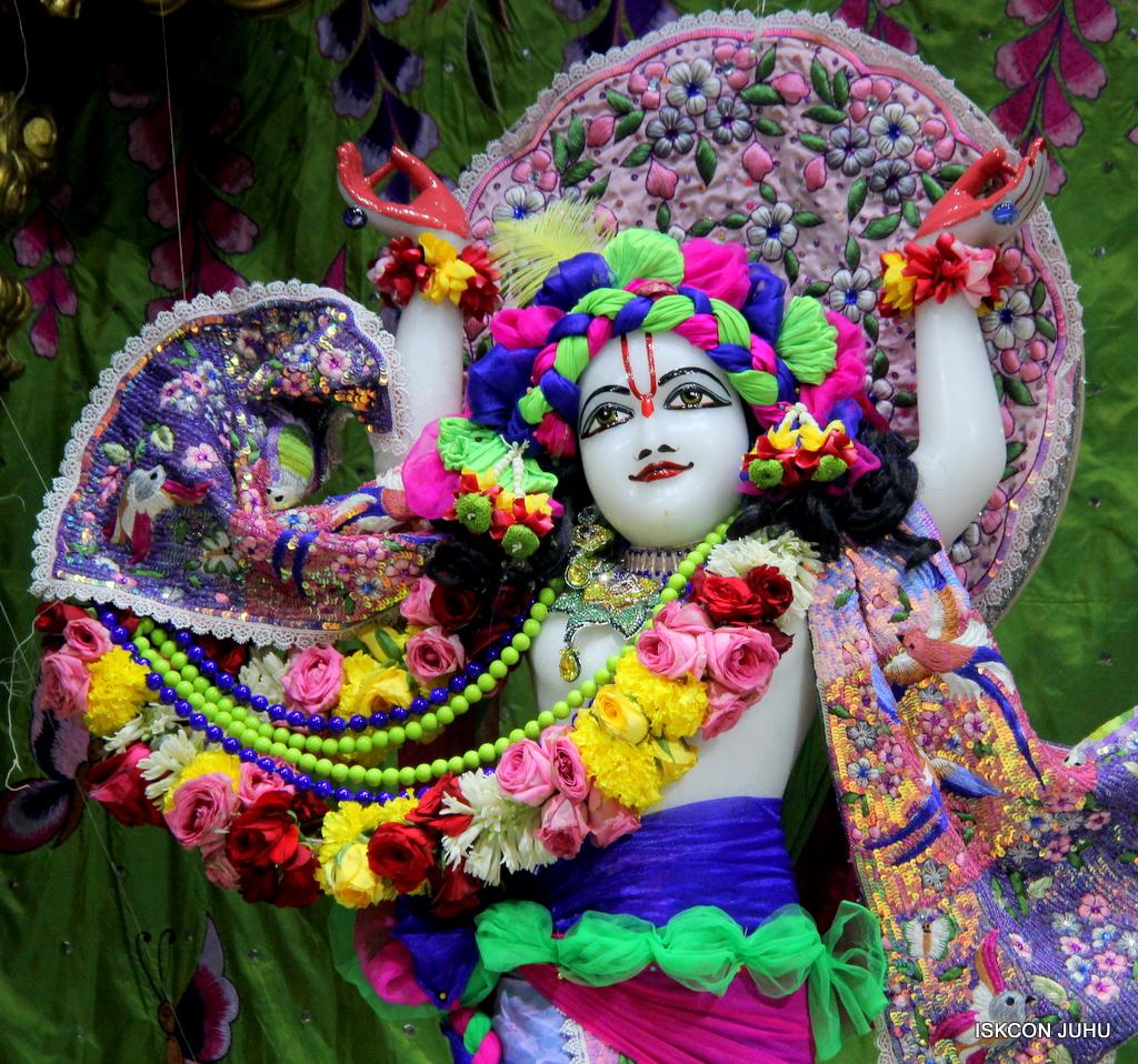 ISKCON Juhu Deity Darshan on 20th Oct 2016 (40)