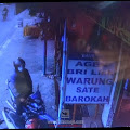 Aksi Pencurian Hp di Depan Warung Sate Barokah Sumobito, Terekam CCTV