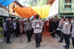 Polres Soppeng Gelar Upacara Pemberangkatan dan Pemakaman Jenazah Ipda H. Baharuddin