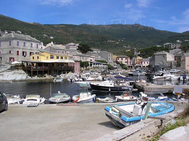 visite en annexe du petit port de Centuri