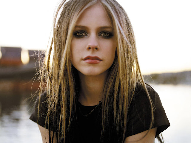 Penjelasan Berita Teori Avril Lavigne Meninggal Yg Di Ganti Avril Lavigne Palsu Melissa Vandella