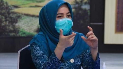 Dokter Dian Fadly Yakinkan Lansia Jangan Takut Divaksinasi