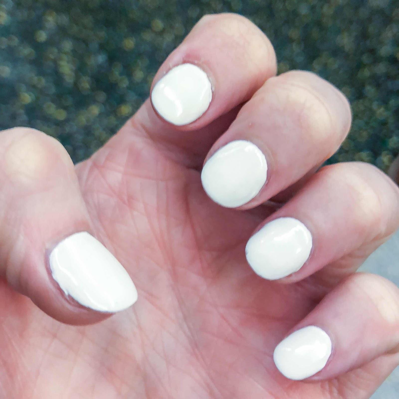 beauty-blog-white-nails-manicure