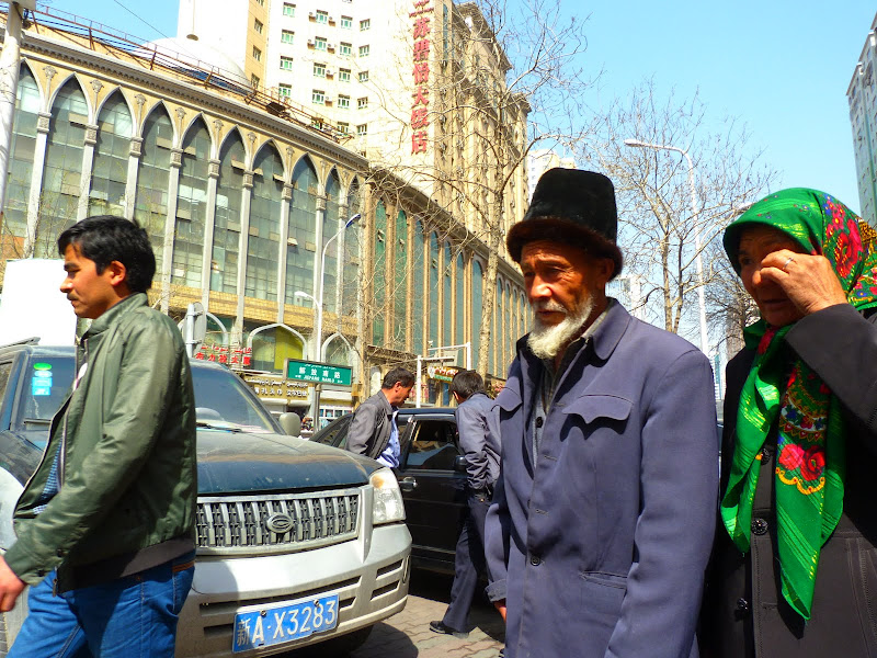 XINJIANG. Urumqi, Grand Bazar, 8 avril - P1270320.JPG