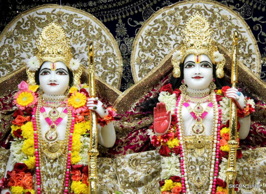 ISKCON Juhu Sringar Deity Darshan on 11th Sep 2016 (51)