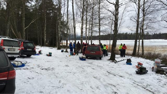 Idag hade vi km med fiskeklubben. Vi mötte även fiskeklubben ifrån Odensbacken i en klubbfight. Vi i HSFK lyckades få revansch från förra året och segrade ganska betryggande. Efteråt blev det korvgrillning och demonstration av hur man använder ekolodet från isen.