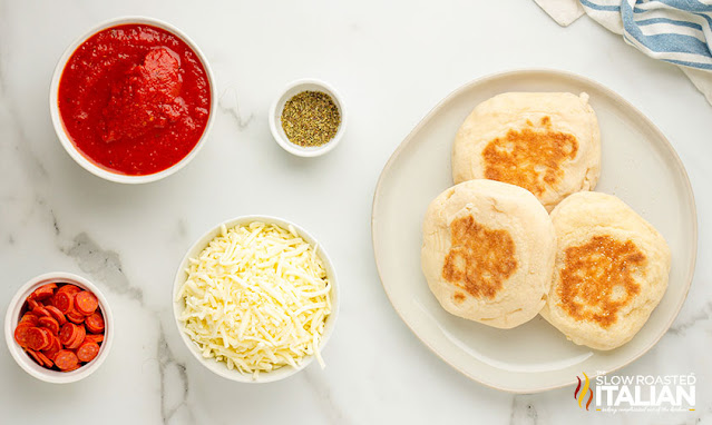 pizza on english muffin ingredients