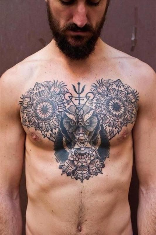 coruja_e_desenhos_geomtricos_tatuagem_no_peito_para_homens