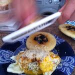 wenezuelskie śniadanie! domowej roboty chlebki arepas, smażone jajka i wenezuelski ser - pycha!!!