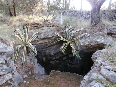 eine Felsenkapelle (Lucica) in der Nähe von Sumartin