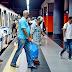 El ameno empleado del Metro que alegra las horas pico en el transfer.