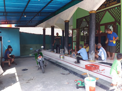 Kerja Bakti Membersihkan / Mempercantik Masjid Al-Ikhlas