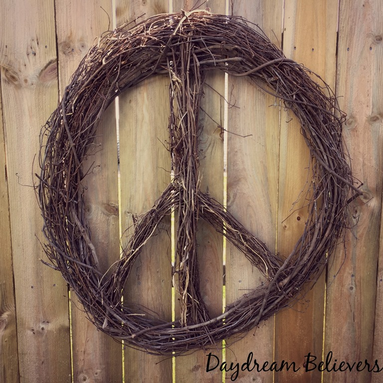 [handmade+peace+sign+wreath+diy+details+to+make+your+own+on+daydream+believers+designs%5B4%5D]