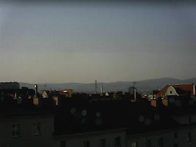 Frühlingswetter PUR in Wien-Favoriten! Strahlend blauer Himmel und aktuelle 14,5 Grad! Auch in den nächsten Tagen bleibt es erstmal frühlingshaft. #wetter  #wien  #favoriten #frühling