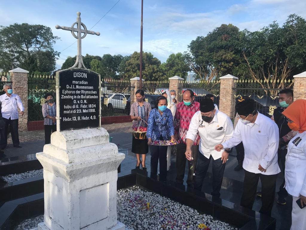 LaNyalla Mattalitti Kunjungi Makam Nommensen dan Sisingamangaraja XII