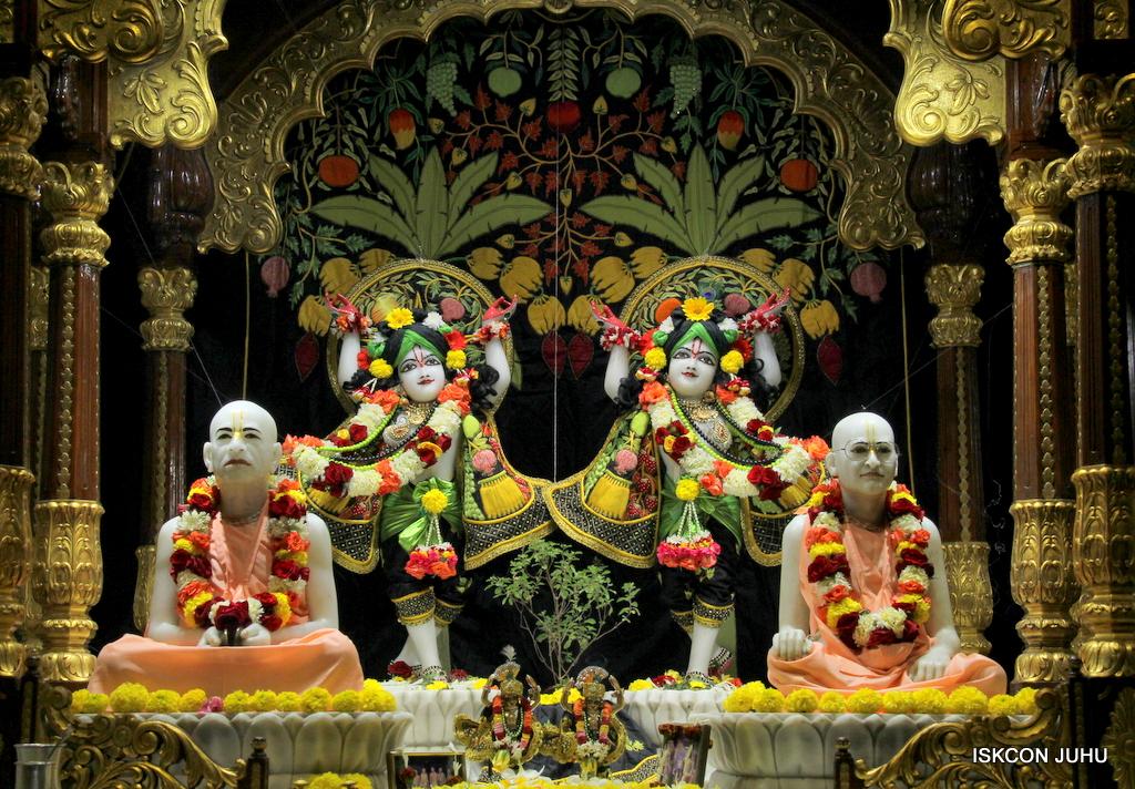 ISKCON Juhu Sringar Deity Darshan on 19th Nov 2016 (38)