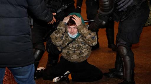 بعد قمع احتجاجات نافالني ( العالم غاضب من أعمال بوتين الوحشية)