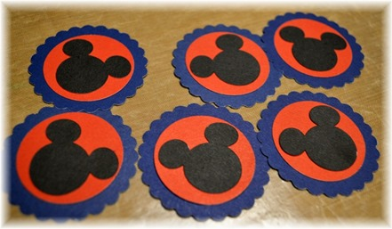 2016 Convention - mickey circles - paper clips DSC_0128
